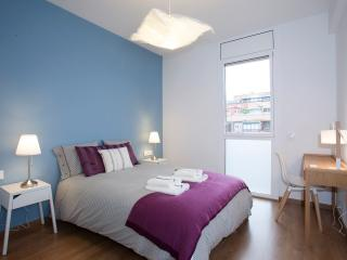 BRAND NEW HOUSE. 4 BIG BEDROOMS. 2 BATHS. TERRACE, Barcelona