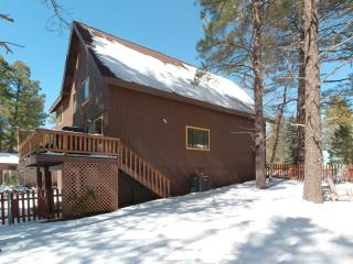 Luxury Nakai Chalet,   AC,   hot tub  Open(May 22-25) June(9-12,23-29)