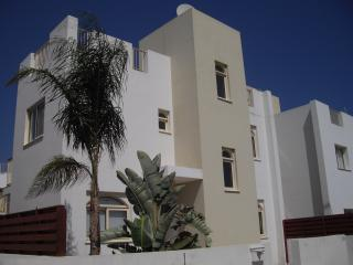 Villa Juliet (FREE WIFI & UK TV CHANNELS) - beach is a 5 minute walk from villa