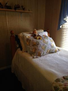 Single bed in the 2nd room has a few books and toys.