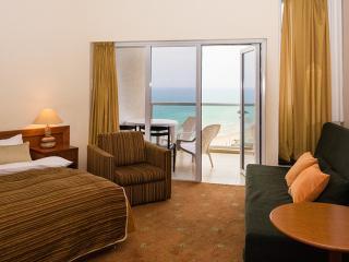 Amazing Hotel Apartment Sea View Hertzlia, District Tel Aviv