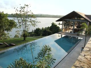 Beautiful Sea Heart House on Koggala Lake!