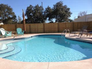 *PRIVATE HOME IN GREAT NEIGHBORHOOD*PRIVATE POOL!*, Panama City Beach