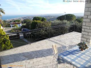 EDITH: Vacanza Al Mare in Villa Singola con spiaggia privata e vista mare