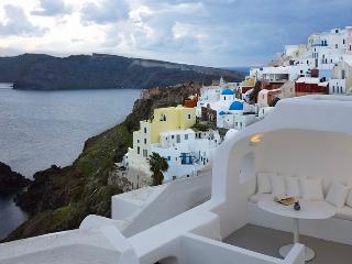 Blue Villas |The Captain's Cave| Cave Villa in Oia