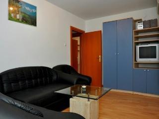 Apartment Miro 1 near sea, Kastel Luksic