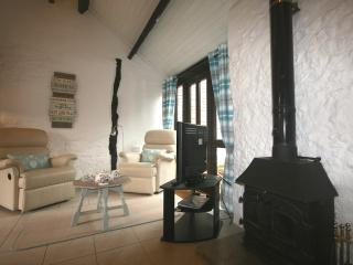 Apple Cottage with logburner + indoor pool/spa access & alpacas