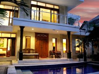 Surena - beautiful spacious villa in central loc., Legian