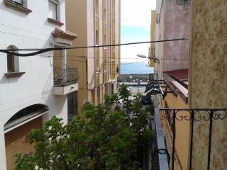 Andreu Llambrich-Next to the beach, air conditioning and free WIFI