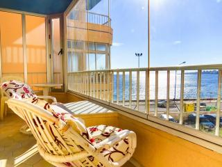 Seafront 2 bed with AC + WiFi, Fuengirola