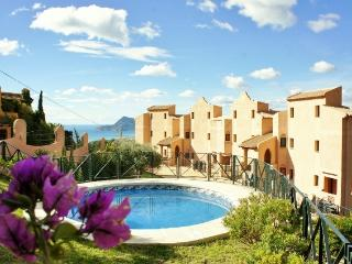 Fabulous views from 6p Hilltop Condo with Jacuzzi, Altea la Vella