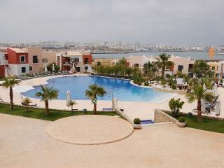 Quiet & spacious, close to centre, beach, pools, Ferragudo