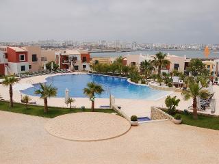 Silêncio & espaçoso, perto de centro, praia, piscinas, Ferragudo