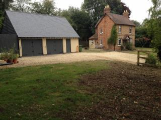 Holiday cottage in Woodperry, Oxford, Golf nearby