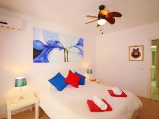 ESTEPONA PORT. Pool, Parking, Beach, Gardens, Central location, Family friendly.