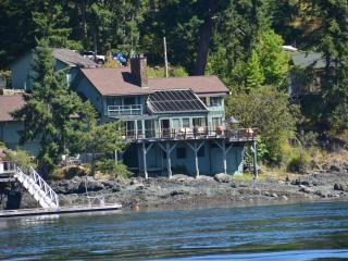 AAMLODGE Quadra Island Luxury Waterfront Home