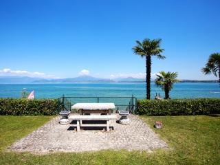 Appartamento con giardino ...sul lago di Garda !, San Benedetto di Lugana