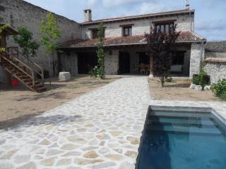 Casa rustica alquiler con piscina, 1,10h de Madrid, Cozuelos de Fuentiduena