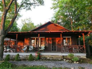 Cozy, Scenic, Lake Champlain Cottage-Charlotte, VT