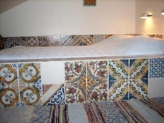 Oriental half open box bed