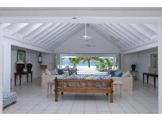 White House at Jolly Harbour, Antigua. Directly on the Beach & Walking Distance