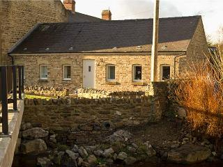 RIVERSIDE COTTAGE, single-storey, ideal for a small family or couple, countrysid