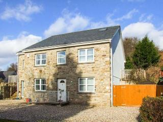 ABOUTIME COTTAGE, detached, en-suites, pet-friendly, enclosed garden, ideal for families, in Parkend, Ref 920956