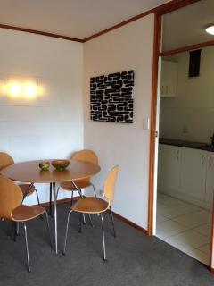 An entire sunny parkside central apartment for two, Auckland