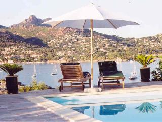Ravissante Villa avec Vue Mer Panoramique, Agay