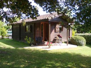 Air Conditioned 2 and 3 Bedroom Holiday Chalets, Duras