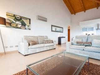 Three bedroom apartment with sea view, Luz