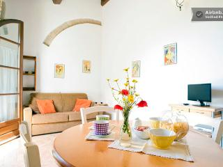 APARTMENT with garden, pool, Toscana, sea