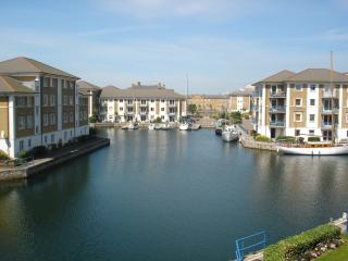 Brighton Marina top floor apartment with balcony and water views. FREE parking