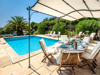 JdV Holidays Villa Cardamine, spacious 4 bed overlooking Cannes with privatepool