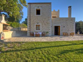 Villa Stavros - Great View, Pool & Enormous Garden, Rethymnon