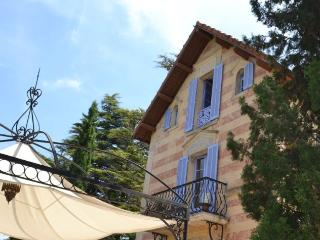 Enchanting villa-petit chateau w large pool, Tourrettes