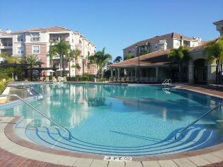 BEAUTIFUL TOWNHOUSE AT VISTA CAY RESORT-Nr Disney, Orlando