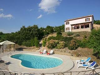Casale indipendente con splendida vista e piscina, Fossombrone