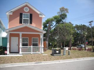 BEACH HOUSE -ONLY 2 BLOCKS OFF THE BEACH & OCEAN!!, Myrtle Beach