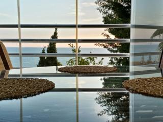 Spaciuos seaview aprtment in unusual residence, Konakli