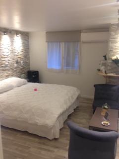 chambre/Room/habitación:'côté cour N°2'