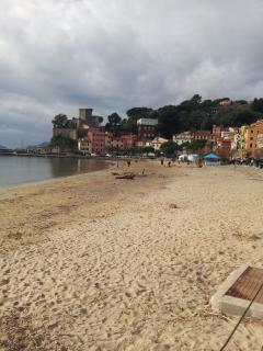 La spiaggia e il castello