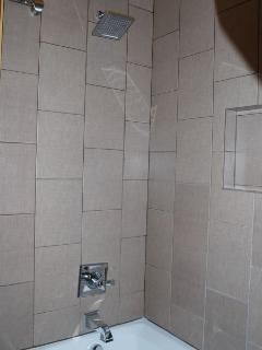 2nd Bathroom w/Tub & Shower