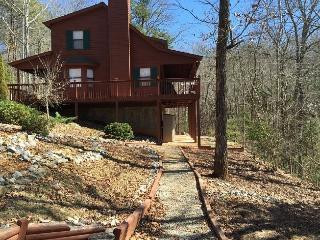 Justa Cabin | Peaceful Mtn Getaway | Minutes from Lake Nottely!