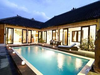Luxury 4/8 Bedroom Villa, 5 min to Double Six, Seminyak