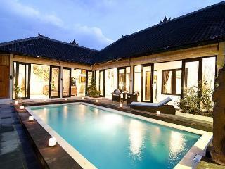Luxury 4/8 BR villa, 5 min to Double Six, Seminyak