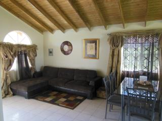 Affordable 2 Bedroom House nr Montego Bay Airport!, Rose Hall