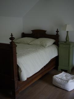 La chambre 'aux oiseaux' avec un lit de campagne de 120