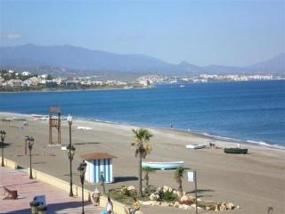 Sabinillas Beach (10 walk)