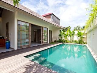 The Decks Bali 6, Luxury One Bdr Villa with Pool, Legian
